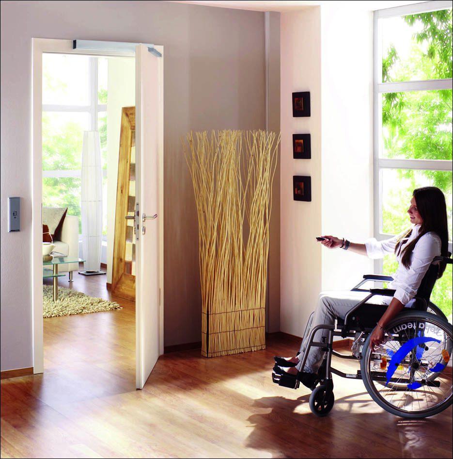 Nyíló ajtó akadálymentesítés