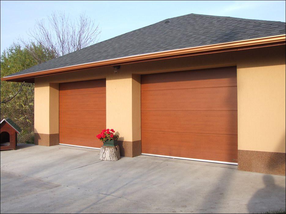 Egyedi fadekor kivitelű minőségi garázskapu